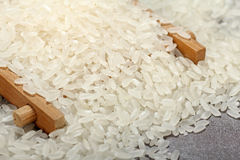 Chinesische rohe Körner des weißen Reises des Kornes lizenzfreie stockfotografie