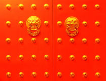 Chinesische rote Tür Lizenzfreie Stockfotos