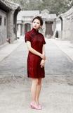 Chinesische Schönheit in der Gasse stockbild