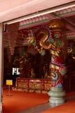 Chinesische Skulptur gemacht vom Stein verziert innerhalb des Schreinbereichs Stockfotos