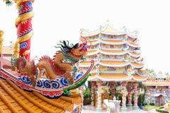Chinesische Skulptur gemacht vom Stein verziert innerhalb des Schreinbereichs Stockbilder