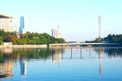 Chinesische Stadtansicht vom Fluss Stockbild