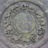 Chinesische Sternzeichen auf Steinmünze Stockbild