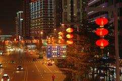 Chinesische Straße mit roter Laterne Stockbilder