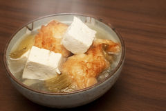 Chinesische Suppe: Fische mit Tofu Stockfotos