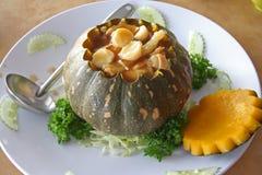 Chinesische Suppe im Kürbis Stockfotografie
