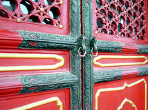 Chinesische Tür in Pekin - Porzellan Stockfoto