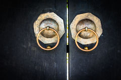 Chinesische Tür schwarze chinesische Schreintür Lizenzfreies Stockfoto