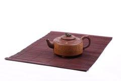 Chinesische Teekanne auf Matte Lizenzfreies Stockfoto