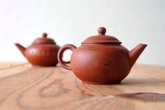 Chinesische Teekanne auf Tabelle Lizenzfreie Stockfotografie