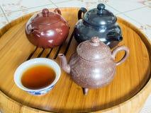Chinesische Teekanne auf Teekannenstand Stockbilder