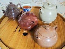 Chinesische Teekanne auf Teekannenstand Lizenzfreie Stockfotografie