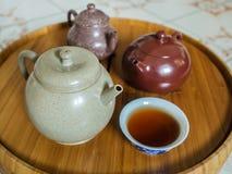 Chinesische Teekanne auf Teekannenstand Lizenzfreies Stockbild