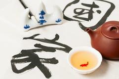 Chinesische Teekanne und Schale Stockbild