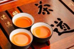 Chinesische Teekanne und Schale Lizenzfreies Stockfoto