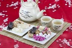 Chinesische traditionelle Imbisse mit Tee Stockfotos
