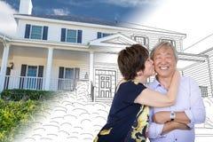 Chinesischer älterer erwachsener Paar-Kuss in Front Of Custom House Stockbild