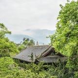 Chinesischer Bau im Wald Stockfotos