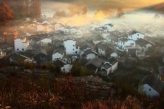 Chinesischer Dorfsonnenaufgang stockbilder
