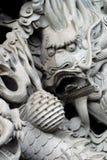Chinesischer Drache auf Pfosten des Tempels. Stockfotografie
