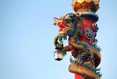 Chinesischer Drache mit Lampe Lizenzfreie Stockbilder