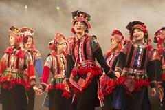 Chinesischer ethnischer Volkstanz Stockfotos