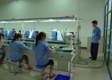 Chinesischer Fabrik mit schlechten Arbeitsbedingungeninnenraum Stockfotos