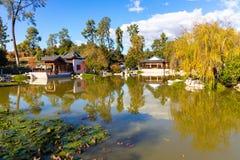 Chinesischer Garden See und Schrein stockbilder