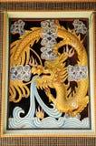 Chinesischer goldener Drache Stockfotos