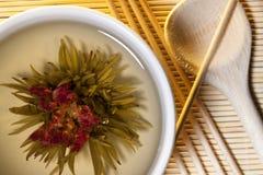 Chinesischer grüner mit Blumentee Stockbild