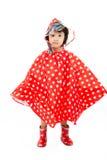 Chinesischer kleines Mädchen-tragender Regenmantel und Stiefel Lizenzfreies Stockfoto