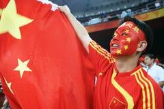Chinesischer Mann, der mit chinesischer Markierungsfahne schreit Stockfoto