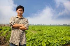 Chinesischer mittlerer gealterter Landwirt stockfoto