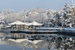 Chinesischer Pavillon im Winter Lizenzfreie Stockfotos