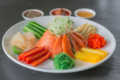 Chinesischer Salat der rohen Fische, ein Eingeborener von China Lizenzfreies Stockbild