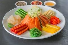 Chinesischer Salat der rohen Fische, ein Eingeborener von China Lizenzfreies Stockfoto