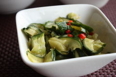 Chinesischer Salat gebrochene Gurken Lizenzfreie Stockfotos