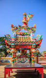 Chinesischer Schrein- und Drachepfosten Stockfoto