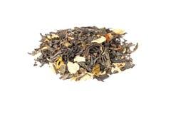 Chinesischer Tee mit den Jasminblumenblättern lokalisiert auf Weiß Stockfotos