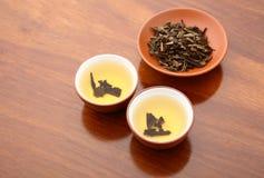 Chinesischer Tee und getrockneter Urlaub Lizenzfreie Stockfotos