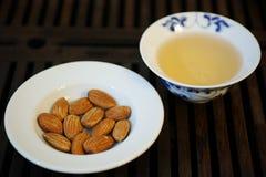 Chinesischer Tee und Mandel Lizenzfreie Stockfotos