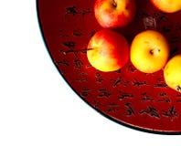 Chinesischer Teller mit Äpfeln Stockfotos