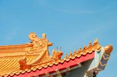 Chinesischer Tierkreis auf Tempeldach stockfotografie