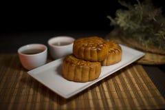 Chinesischer traditioneller köstlicher Lebensmittelmondkuchen stockbilder