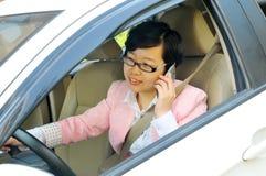 Chinesischer weiblicher Fahrer lizenzfreie stockfotos
