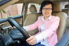 Chinesischer weiblicher Fahrer stockfotos