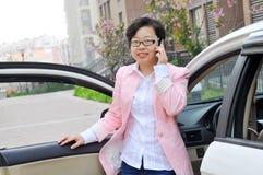 Chinesischer weiblicher Fahrer lizenzfreies stockfoto