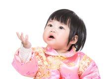 Chinesisches Baby geben Auf Wiedersehen Kuss stockfotos