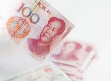 Chinesisches Bargeld und Visum Stockfotos