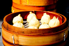 Chinesisches dim sum-Mehlkloßlebensmittel in Shanghai China Stockfotografie